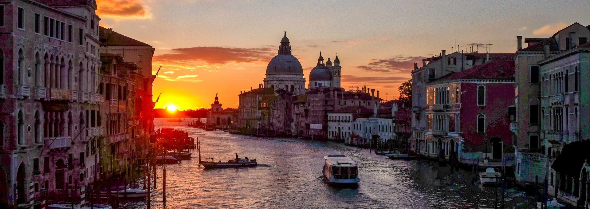 cosa-fare-venezia-di-notte-1920×680